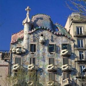 la casa batlló es una de las piezas fundamentales del modernismo en Barcelona. Obra del arquitecto Antoni Gaudí