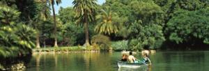 El parque de la Ciutadella en Barcelona es un gran pulmón verde que los fines de semana recibe la visita de centenares de turistas y habitantes de la ciudad