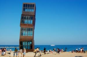 La Estrella herida, escultura en la Playa de la barceloneta